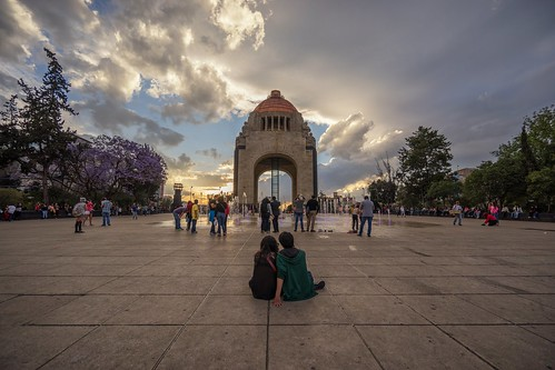 mexico mexicocity monumentoalarevolutión sunset people cloud sky monument plazadelarepública reinaroundtheglobe © reiniersnijders ©reiniersnijders