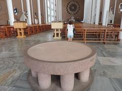 Sem água benta em Blumenau - Igreja Católica orienta para evitar o aperto de mão e abraço da paz durante as missa, para evitar o contágio da Gripe A.