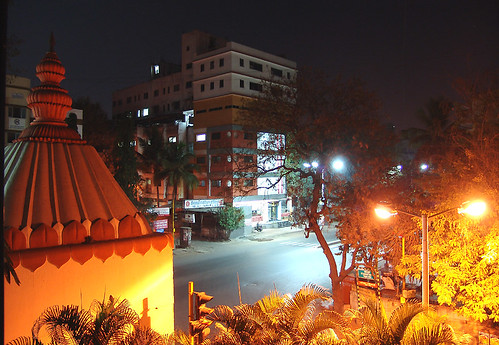 road street longexposure india night hotel shrine view streetlamps intersection lamps pune 20070204 modelcolony