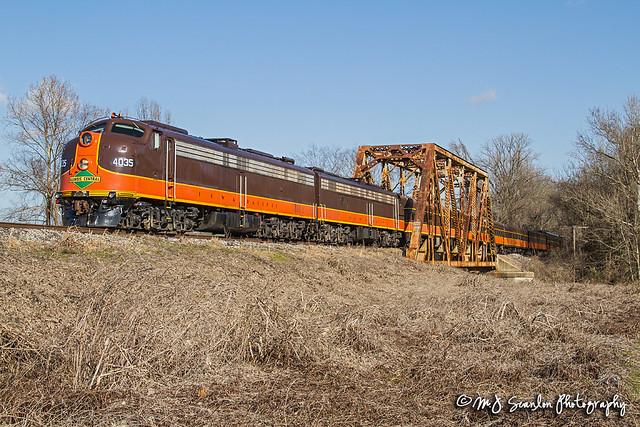IC 4035 | EMD E8 | Long Creek Bridge
