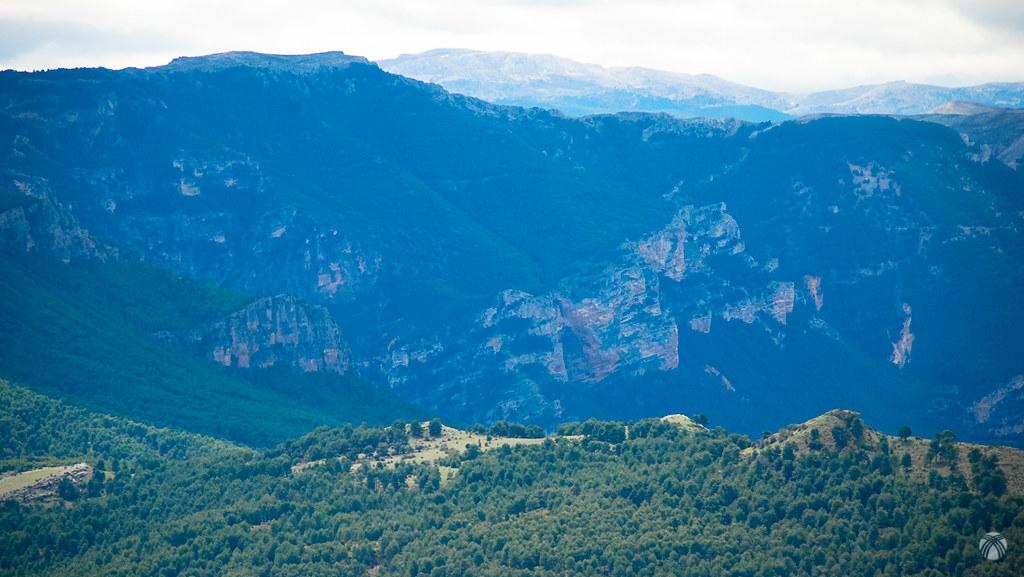 Calar de las Pilillas y cuevas de los Anguijones