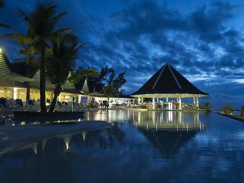 ocean nightphotography blue trees sunset en sun pool set bar night island lumix haze indian olympus palm resort panasonic micro tropical mauritius flicenflac rx7 spa flic flac swiming anelia swmingpool f4056 43rds gx7 m918mm