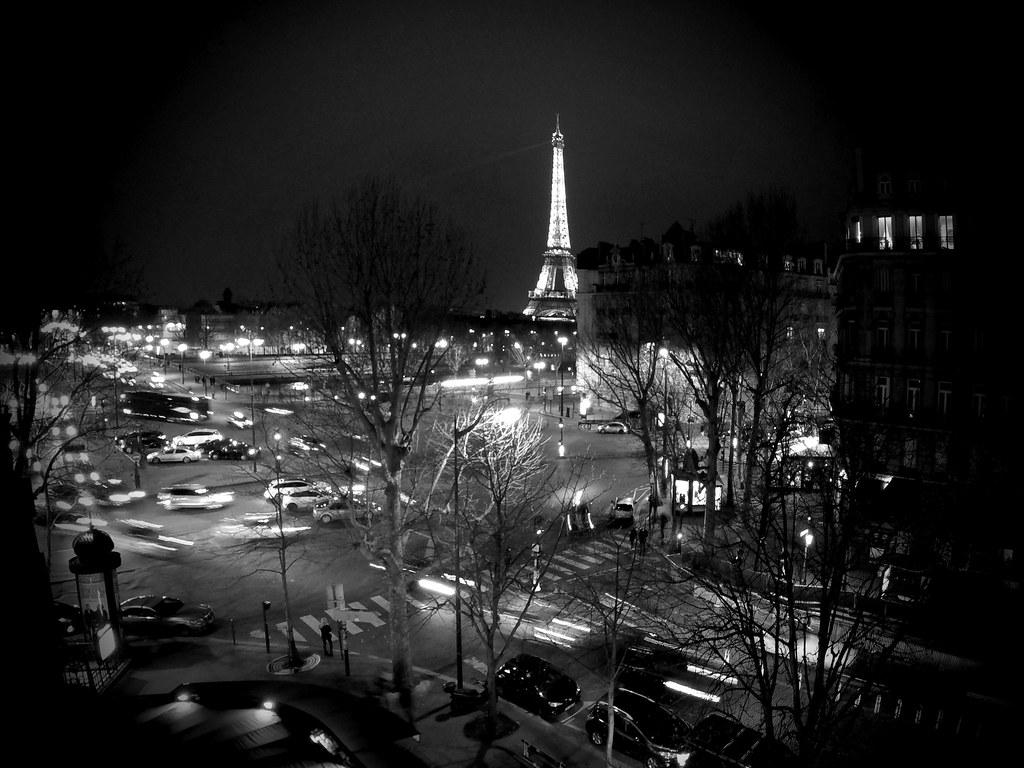Paris At Night Paris Dans La Nuit The Eiffel Tower Has 2 5 Flickr
