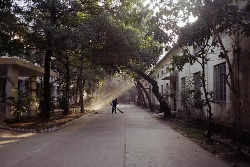 street morning winter film analog campus dawn ray fujifilm dhaka bangladesh sweep sweeper buet olympusmjuii fujicolorc200 dhakadivision pacificimage sheikhshahriarahmed primefilm3650pro3