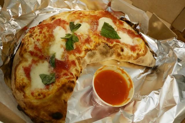 日, 2016-01-17 18:31 - Basil Brick Oven Pizza