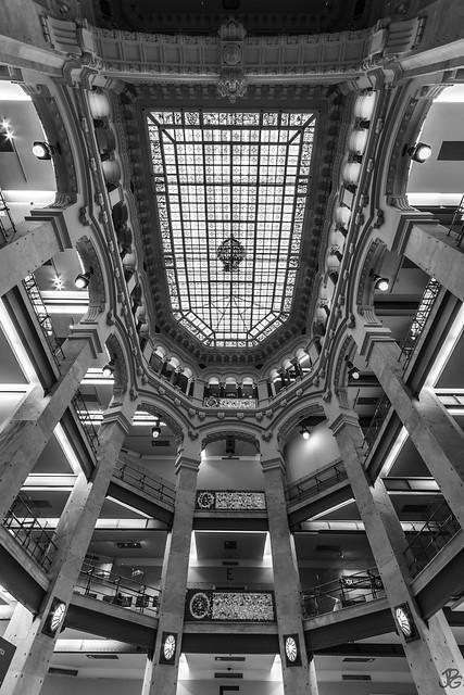 Modernista simetría