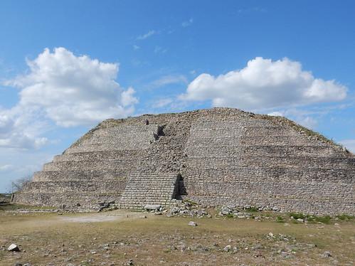 Izamal - Kinich-Kakmo - alleen op de piramide