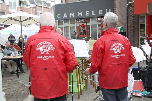 2016-04-17 Optreden Jaarmarkt Dongen Bij de cammeleur (12)