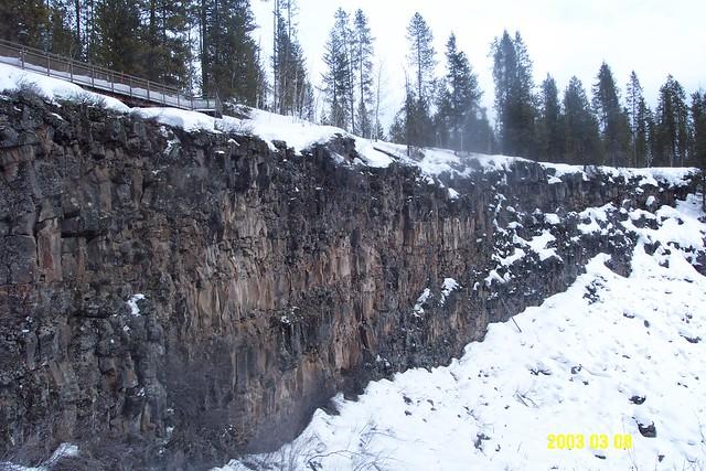 WaterFall_Ice_sheer_cliff_2