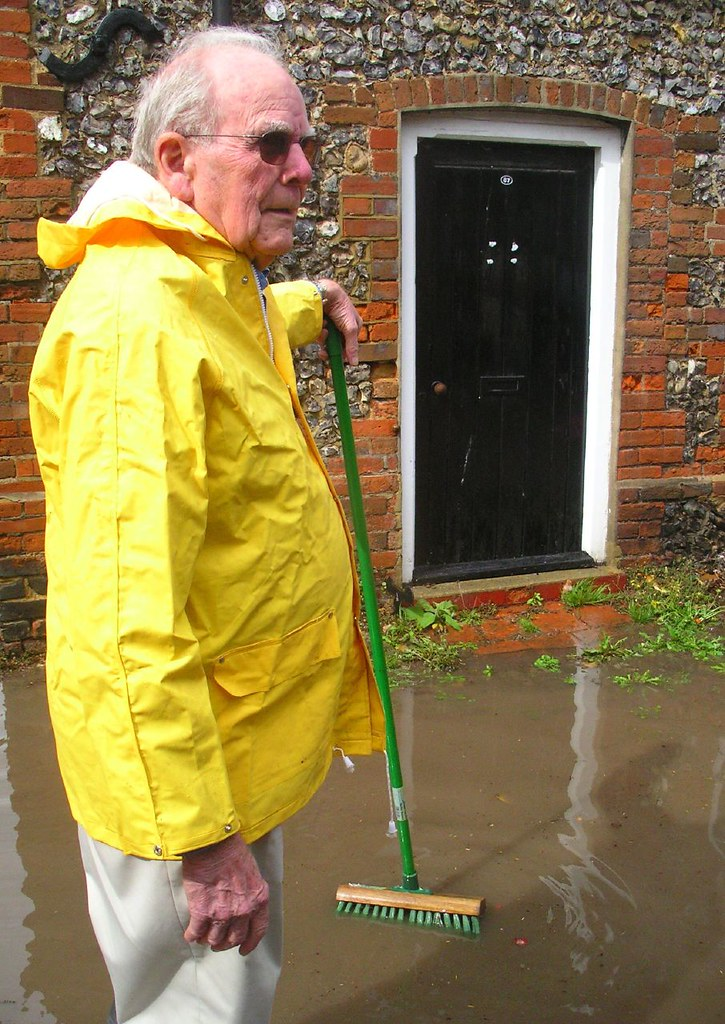 Book 2, Walk 7, Henley via Hambleden Circular 2 Clearing up after a brief shower, Hambleden village, 20 August 2006