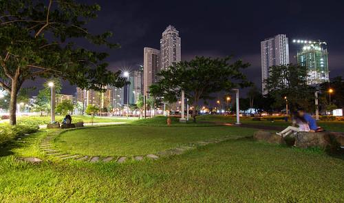 park city longexposure trees grass landscape cityscape nightshot taguig bgc fortbonifacio bonifacioglobalcity