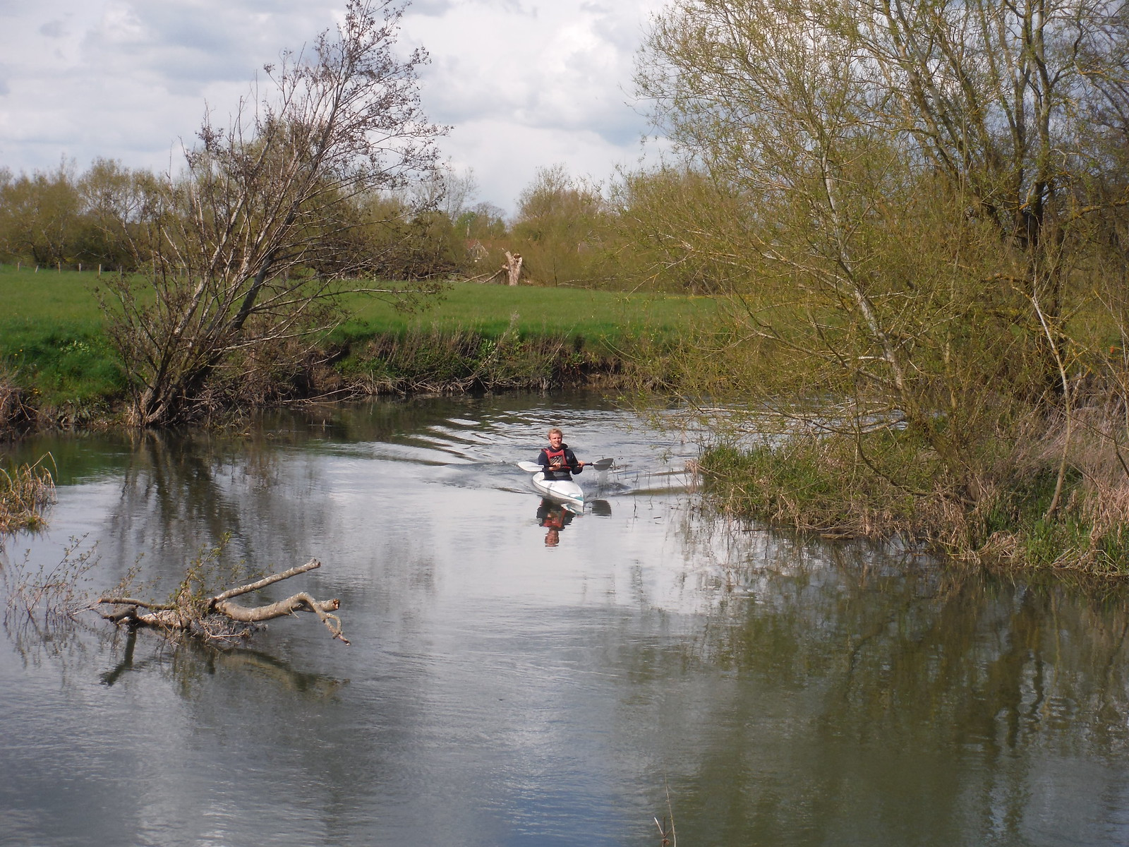 Canoeing on the Thame River, Dorchester-on-Thames SWC Walk 44 - Didcot Circular