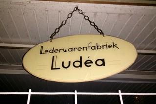Pootjesglas – Lederwarenfabriek Ludéa