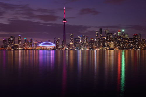 ca longexposure sky toronto ontario canada tower water night clouds buildings reflections lights see cityscape cntower nacht himmel wolken northamerica lakeontario langzeitbelichtung reflektionen rogerscentre