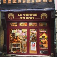 SOLDES jusqu'au 16 février au Cirque en Bois!! Bon week-end! #vivelessoldes #soldes #tmv #tours #tourscity #jonglerie #LeCirqueEnBois #cirque #magie #trottinette #trotinette #trottinettefreestyle #jouet #jouetenbois #artisanat