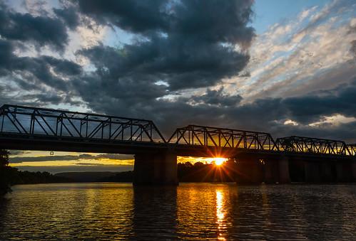 sunlight river australia nepean penrith waterreflection victoriabridge sunstar