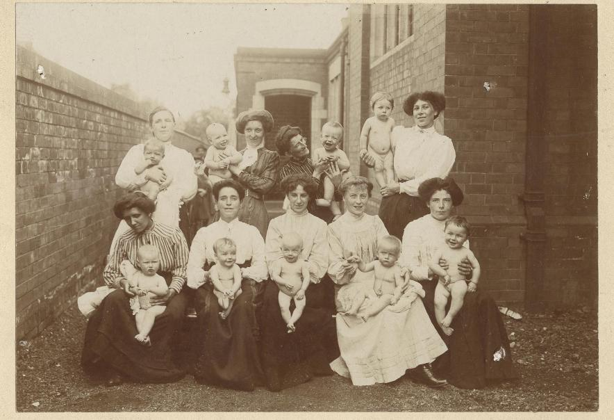 Mothers & babies at Baptist Chapel, Lord Roberts Road, Beverley 1908 (archive ref PH-4-7)