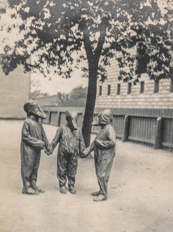 "Children in costume performing ""Goldilocks and the Three Bears"" 5"