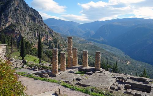 archaeology architecture greek oracle treasury delphi apollo sanctuary cleft ancientgreece archaic templeofapollo panhellenic siphnos pythia atheniantreasury siphniantreasury siphnian