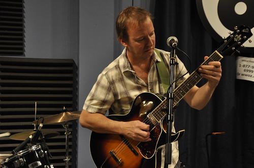 Alex McMurray in Greg Schatz's band. Photo by Leona Strassberg Steiner