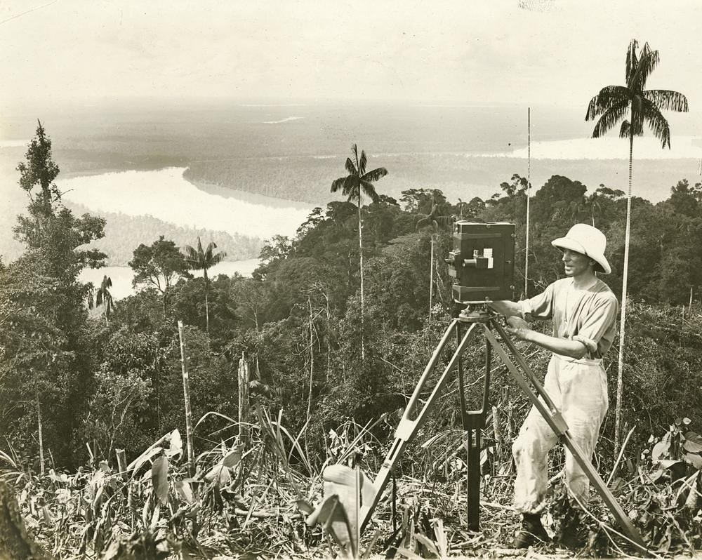 Frank Hurley making a film on location in Papua New Guinea ca. 1923
