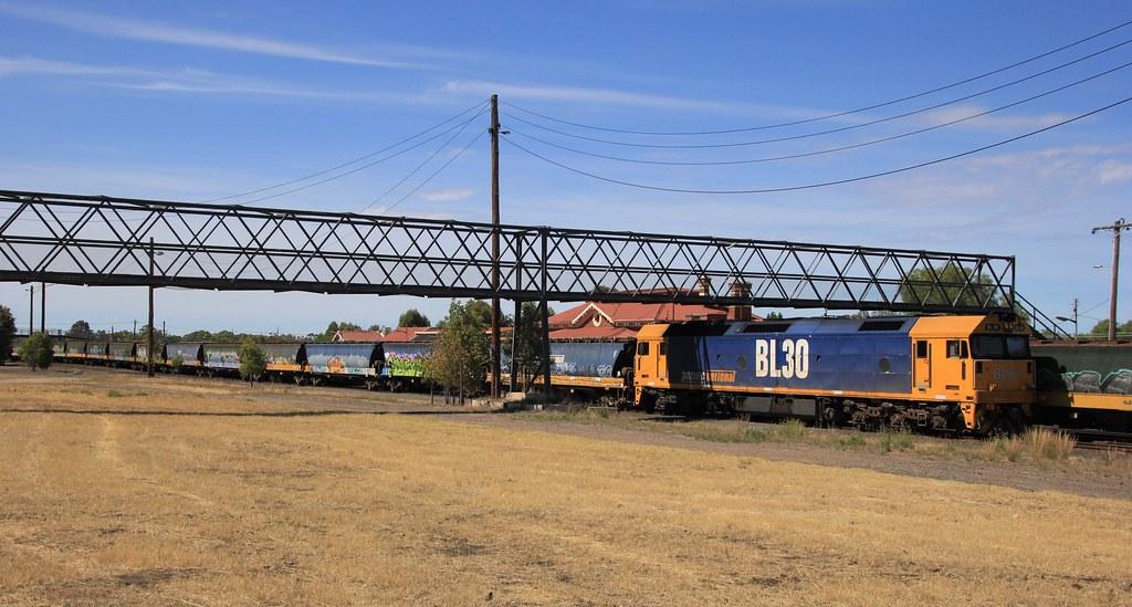 BL30 stabled on a rake of grain wagons in Dimboola yard by bukk05