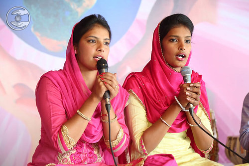 Devotional song by Shehnaz and Saathi from Longowal
