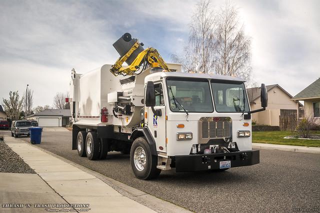 Peterbilt 320 - Dadee Scorpion Garbage Truck