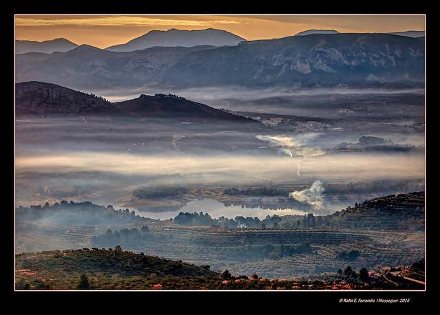 Boira al Pantà de Beniarrés (Beniarrés'  reservoir in mist) El Comtat