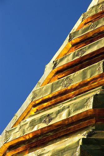 geotagged thailand gold pagoda chiangmai doisuthep