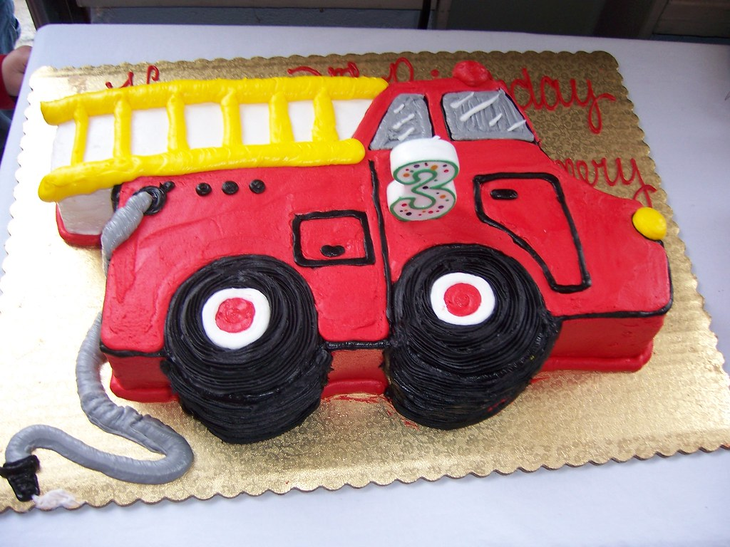 Excellent Firetruck This Is The Coolest Kids Birthday Cake Ive Ever Flickr Personalised Birthday Cards Arneslily Jamesorg