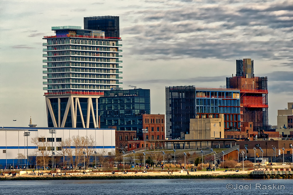 N Williamsburg Waterfront | New construction along the North