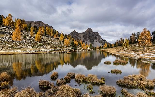 *Fanes-Alpe mit Eisengabelspitze im Herbst*