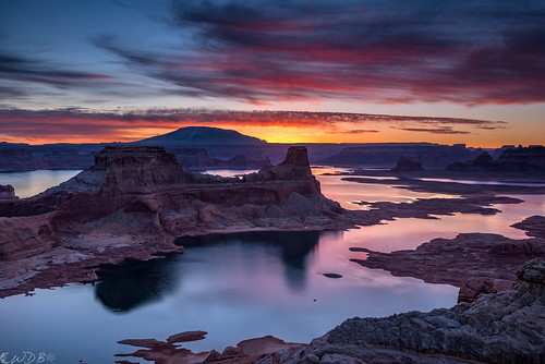 reflection sunrise dawn lakepowell glencanyon gunsightbutte eosrhododactylos alstrompoint haashch'ééłti'í