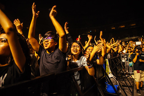 Crowd cheering for ONE OK ROCK | by hikarime1