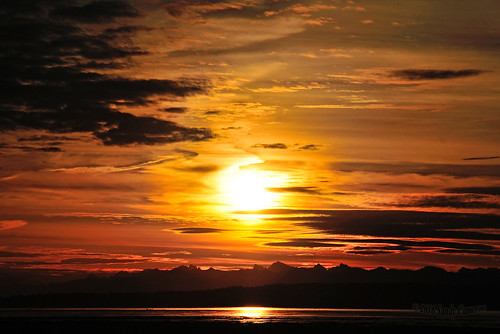sunrise landscape serene seaside ocean water sea bay clouds shore sun sky skyline horizon mountains boundarybay deltabc lowermainland bc britishcolumbia canada nikond300 nikon
