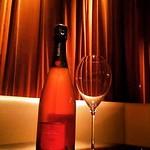 残りわずか! 「アンリ・ジロー・ロゼ」 特別価格でのご提供は今だけ!  春にぴったりの美しいピンク色のシャンパーニュを是非この機会にお試し下さい。  本日も朝4時まで営業。 ご来店お待ちしております!  #表参道 #ワイン #ワインバー #シャンパーニュ #白ワイン #赤ワイン #ブルゴーニュ #ボルドー #ローヌ #シラー #カルムネール #スペクター #ジェームズボンド #ボランジェ #アンリジロー #グロンニエ #オールドヴィンテージ #ヴィンテージワイン #ヴィンテージシャンパーニュ #グランクリ