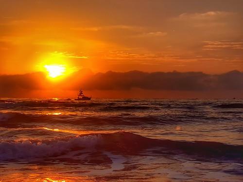 boats fishing florida samsung jupiter cloudsstormssunsetssunrises sunrisesunsetsceniccloudsbeach oceanseabeachseashellsphotographynature beachoceansurfwavesseasand