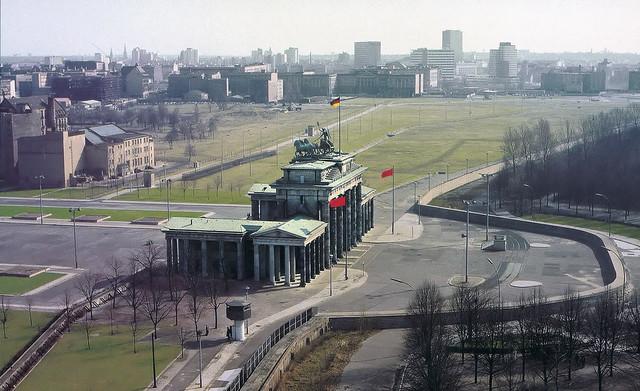 Along lost lines - Berlin DDR - Brandenburger Tor