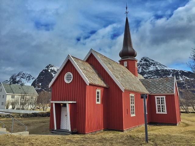 Iglesia de Flakstad en Islas Lofoten (Noruega)