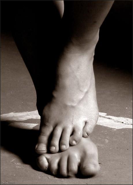 DSCN1889_Dancing feet