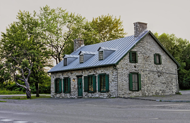 Maison sur boulevard Lévesque Laval