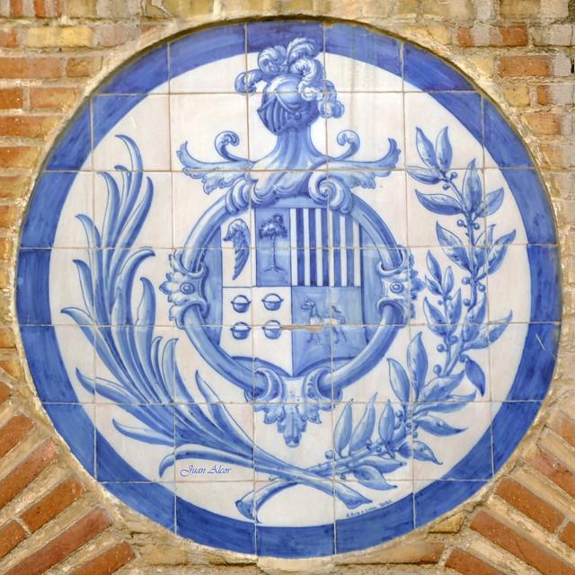 Azulejos. Escudo. Antiguo Colegio de Nuestra Señora de las Escuelas Pias (Madrid)