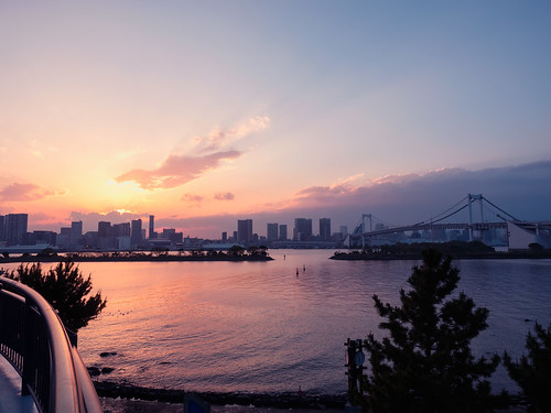 park travel bridge sunset sea sky seascape japan skyline clouds reflections landscape tokyo seaside glow cityscape silhouettes olympus 夕陽 日本 東京 odaiba minato お台場 em1 台場 レインボーブリッジ お台場海浜公園 彩虹大橋 bluehours magichours 港區 1240mmf28 御台場海濱公園