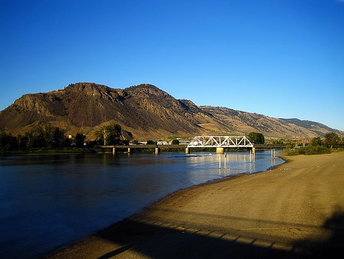 travel bridge mountain lake landscape britishcolumbia kamloops riversidepark travelblog breach thompsonriver