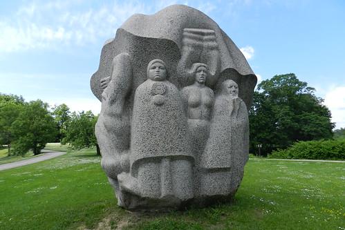 Escultura escultor Indulis Ranka Parque de las canciones populares Colina Dainu Parque Nacional del Gauja Letonia  04