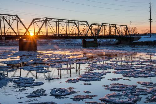 winter sunset sun cold ice desmoines raccoonriver jacksonstbridge