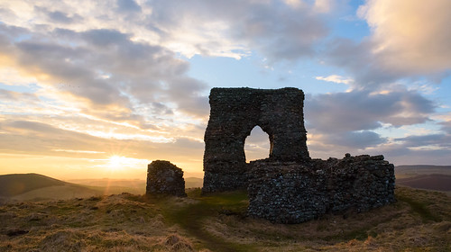 winter sunset castle architecture landscape scotland spring nikon fort scottish bluesky d750 pictish goldenhour equinox insch dunnideer aberdeenshoire