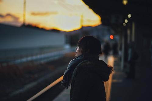 winter sunset port bokeh sony platform jr 日本 alpha f18 18 冬 日落 a7 人像 駅 75mm 2016 alpha7 サンセット 山陽 ホーム 竹原 吳線