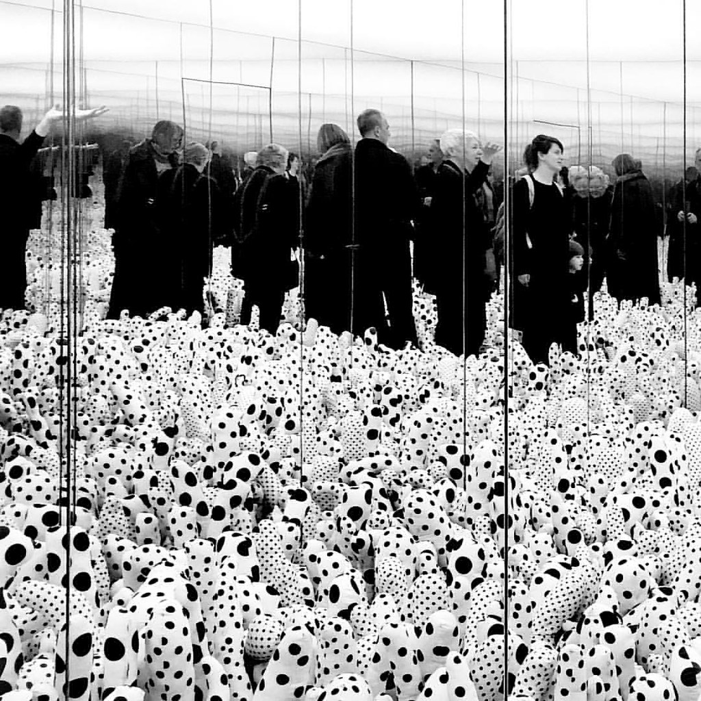 X-files in Scandinavia: Trapped in a Yayoi Kusama infinity mirror room, Louisiana MOMA ... #yayoikusama #artist #bw #denmark #photo #surreal #xfiles #copenhagen #iphone #mirrorroom #polkadots #humlebæk #louisianamuseumofmodernart #infinity